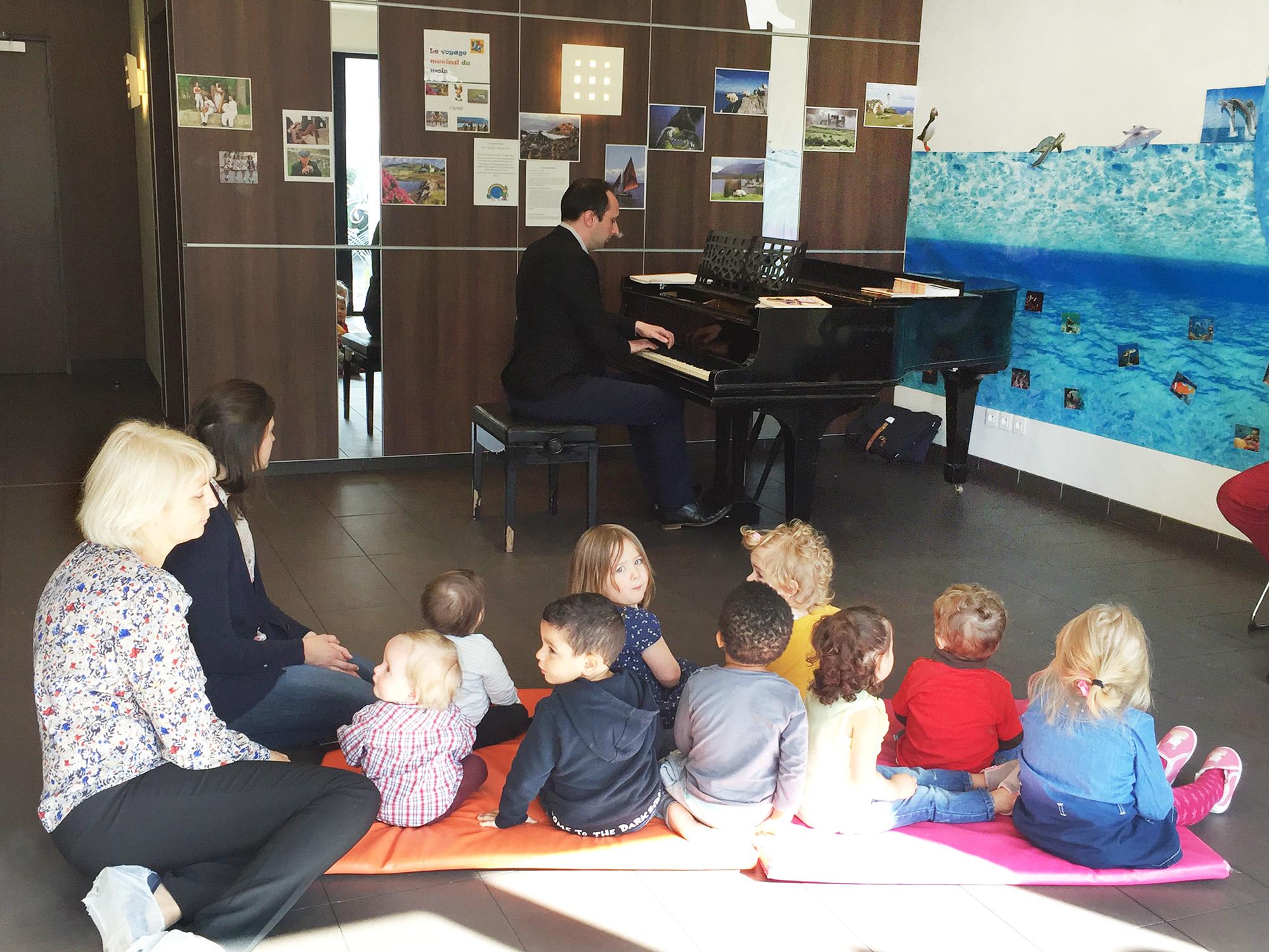 3 Cap Enfants Hall Piano